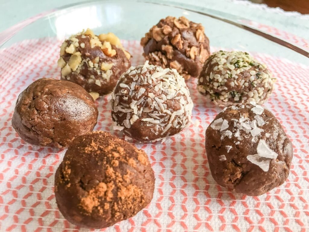 Satisfy your sweet tooth with these protein packed Chocoalte Breakfast Truffles. Made with good-for-you ingredients, they are a healthier way to start your day. Ideal for breakfasts on-the-go or afternoon snacking!