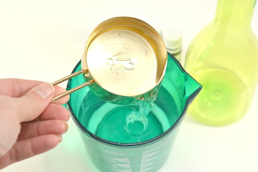 measuring cup of vinegar poured into water